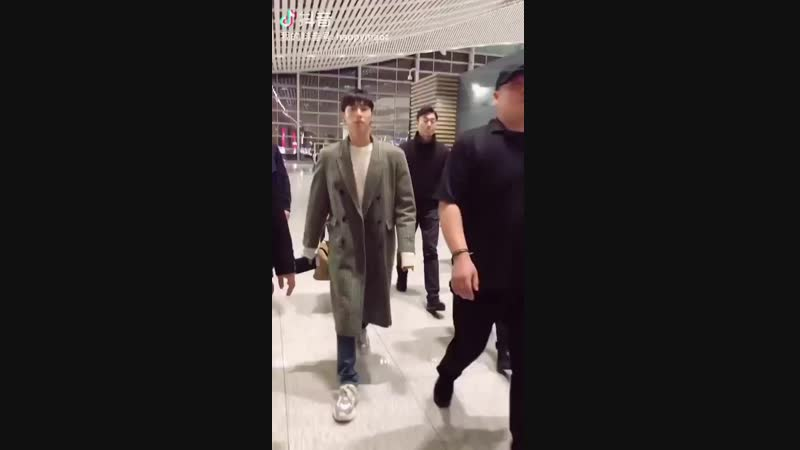 13.11.2018 - Юнхо в аэропорту Инчхон. TVXQ вылетают в Японию.