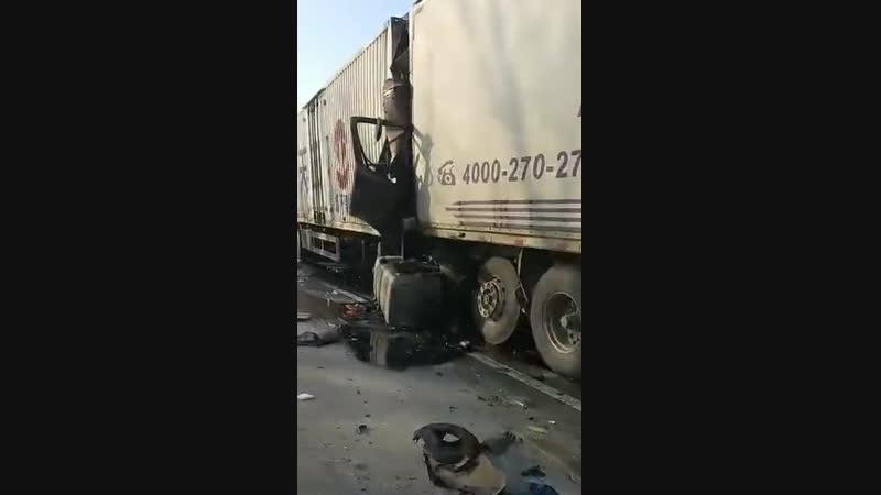 Страшное ДТП в Китае девять погибших, двадцать восемь машин разбито