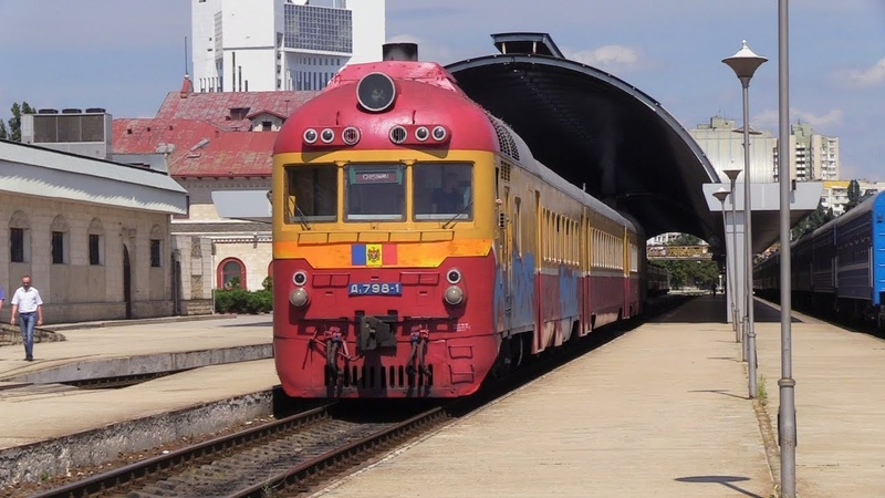 Дизель-поезд Д1-798 на ст. Кишинёв / D1-798 DMU at Chisinau station