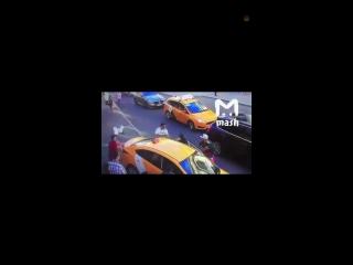 Attentat in moskau zur fussball wm taxi rast in menschengruppe