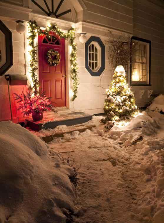 Украшение передней двери - популярный рождественский обычай