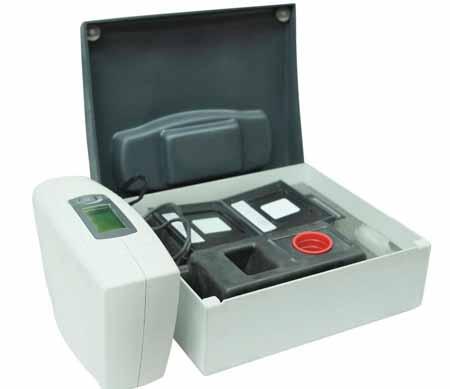 Колориметр измеряет только красный, зеленый и синий цвета света, в то время как спектрофотометр может измерять интенсивность любой длины волны видимого света.