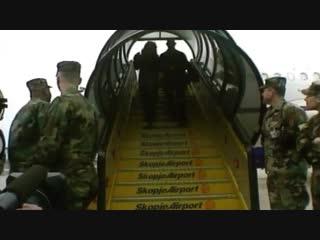 Mariah Carey visits US Troops in Kosovo 4 декабря 2001.