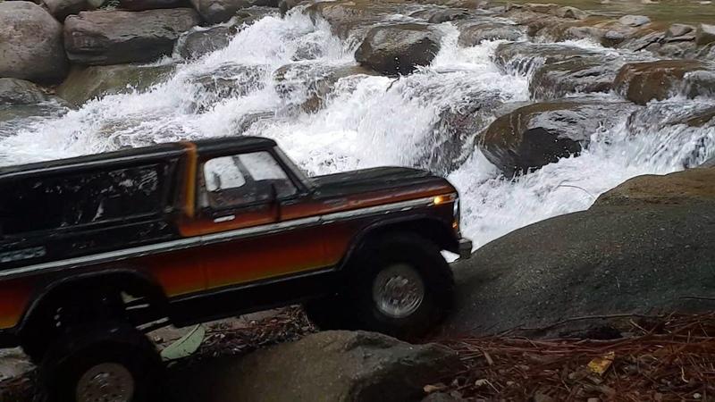 Traxxas TRX4 Ford Bronco Rain Valley Crawling