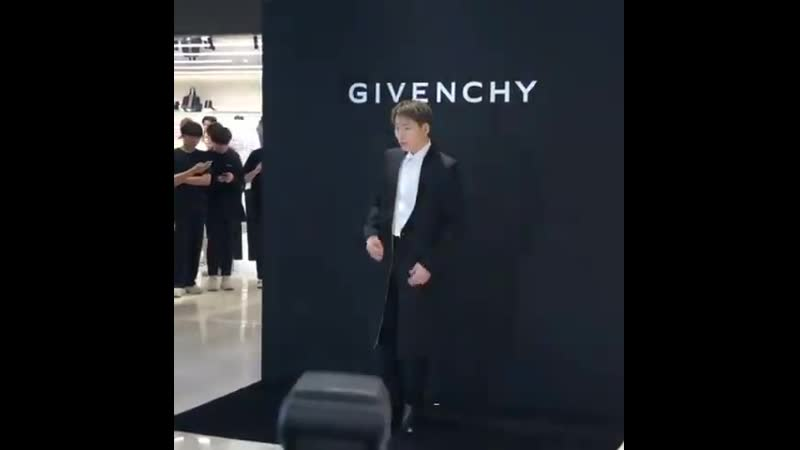 190718 ZICO at the opening GIVANCHY's pop up store Fancam @hhe 1121