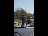 Машина и велосипед делят дорогу. Иркутск, 26 августа