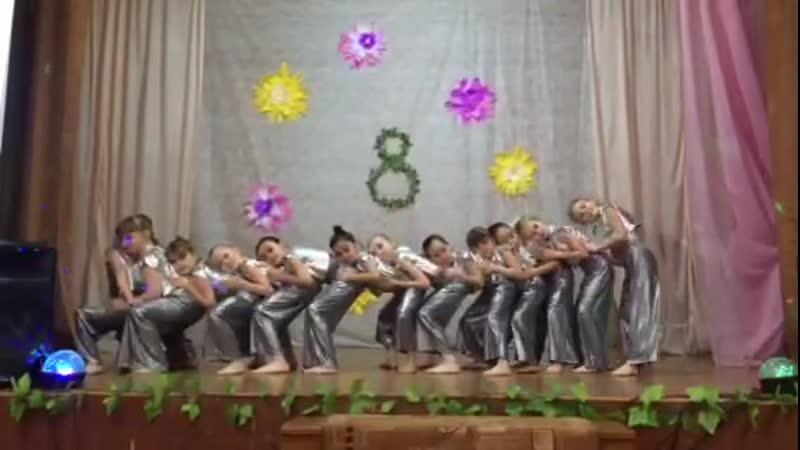 Школа 55 филиал 1 2 классы Праздник 8 марта 07 03 2019г Красивый танец Девочки умницы