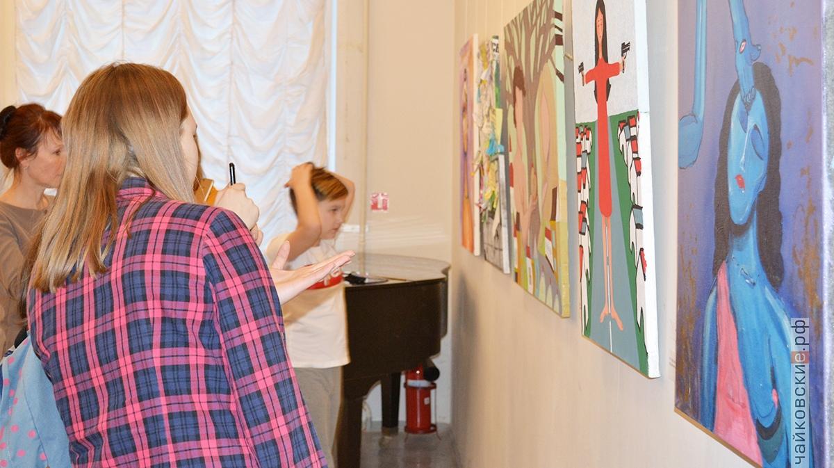 Люди в городе, выставка, Ирина Мамаева, чайковский район, 2018 год
