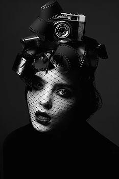 Екатерина Белинская - фешн-фотограф из Москвы. Работы фотографа разнообразны, но во всех чувствуется почерк профессионала. Екатерина удивляет необычным подходом к фотографии и своеобразным