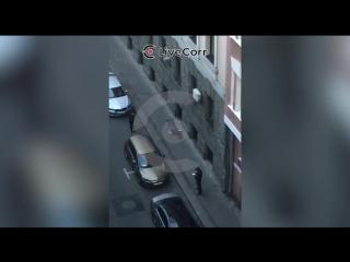 В центре Москвы мужчина открыл огонь по сотрудникам полиции