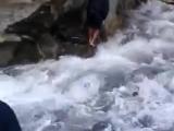 Попали в Непале (горная дорога внезапно разрушилась водопадом)