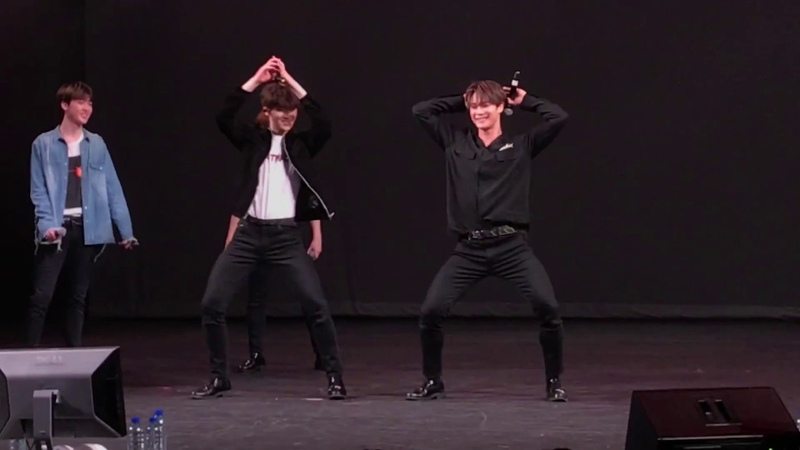 "Eunwoo and Moonbin dance to ""Gashina"" ASTRO LIVE Fanmeet in Toronto February 10, 2018"