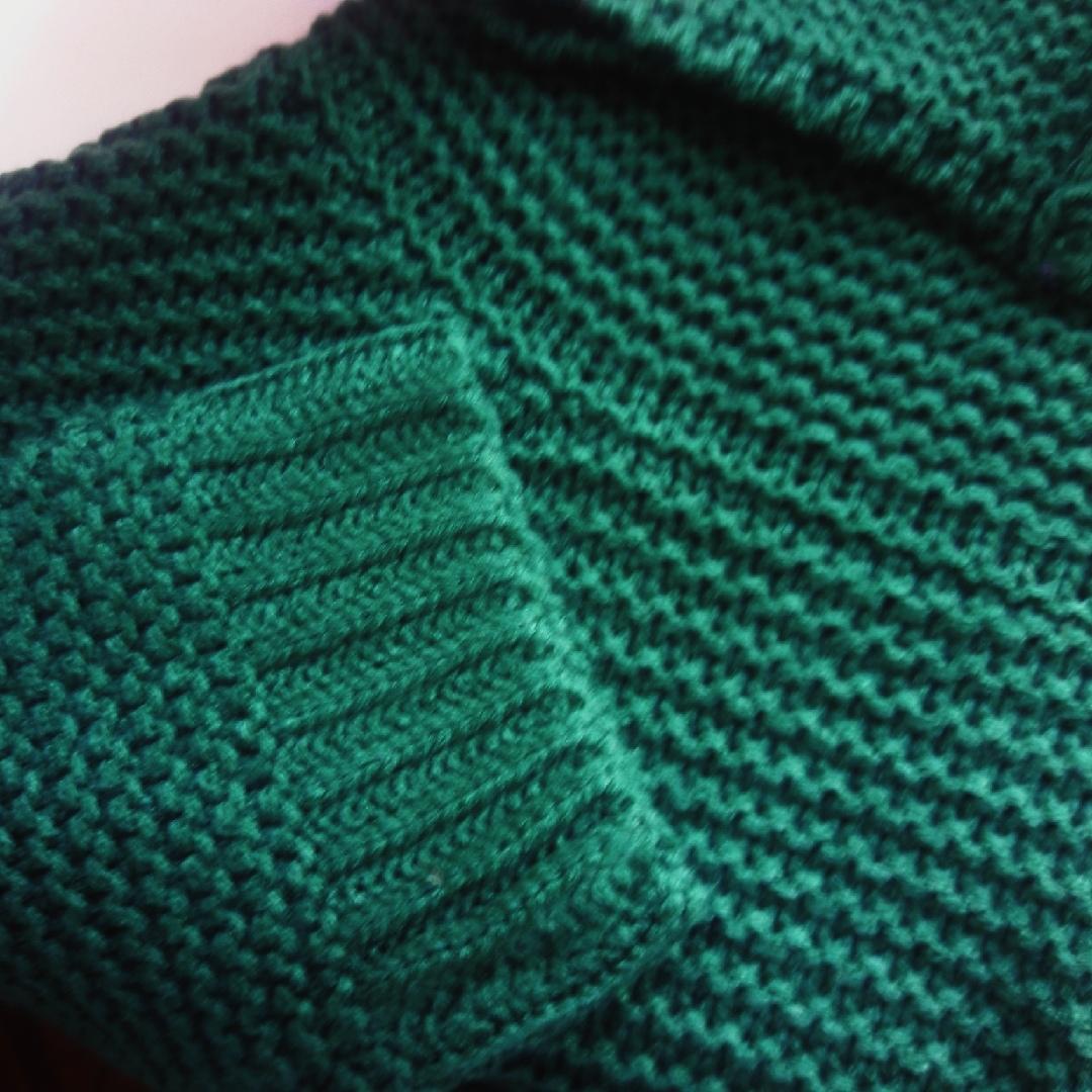 Яркий и уютный свитер в стиле оверасайз от магазина CestBonne