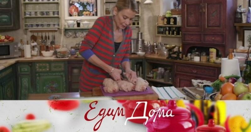 «Едим Дома»: цыплята, запеченные в сидре с клюквой, паста с фасолью и яблоки, фаршированные овсянкой