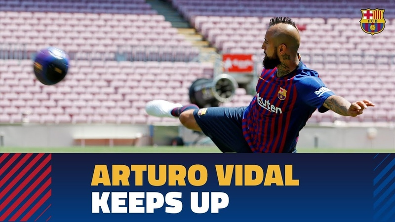 Arturo Vidal touches the ball for the first time as a Barça player