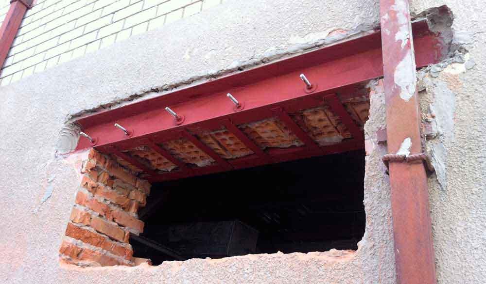 Как проделать дверной проем в сплошной стене?