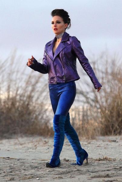 Натали Портман и Джуд Лоу в трейлере мюзикла «К свету» NEON поделились полноценным трейлером музыкальной драмы «К свету» с Натали Портман в главной роли. Также в актёрском составе картины