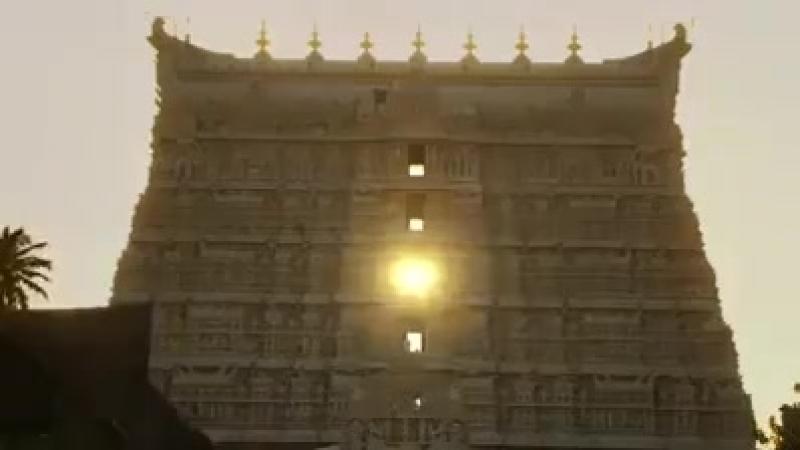 Служба Солнца в оконных проемах храме