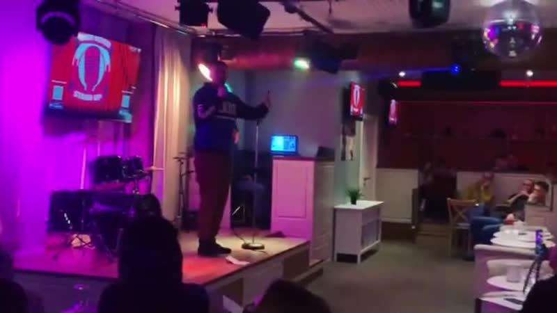 Проведи выходные весело🔥 Вместе с караоке-баром «Спой,Птичка», после Stand up show мы начинаем петь и танцевать до самого утра😏