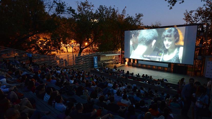 4 августа на набережной Верхнего пруда открывается кинотеатр под открытым небом, который будет работать по субботам.