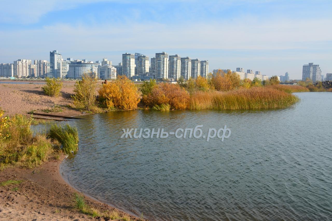Озеро в устье реки Смоленки около порта - живопистые и роматнические места нетуристического Петербурга