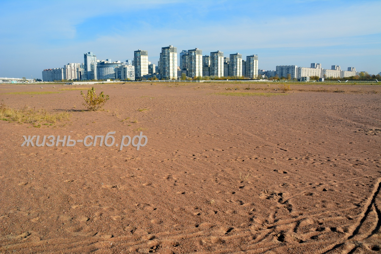 Песчаный пляж на Васильевском острове на берегу Финского залива