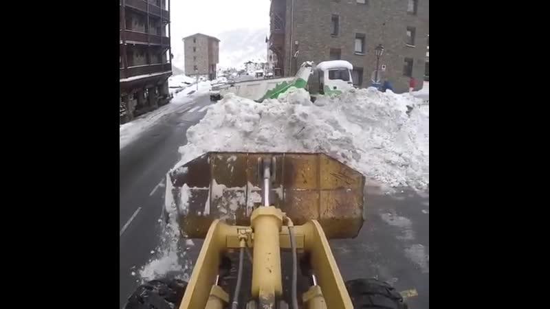 Вид из кабины снегоуборочной техники 🚜