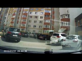 Слив бензина посреди белого дня в Рязани