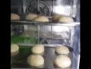 Готовим булочки для наших бургеров!