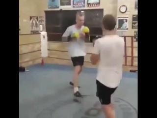 Когда в ринге встречаются два нокаутера.