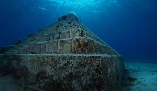 Гигантская пирамида на дне озера Кинарет Не так давно в Израиле была обнаружена каменная пирамида, находящаяся на дне озера Кинарет. Строение довольно внушительных размеров и располагается