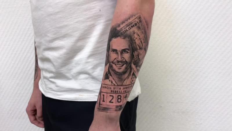 Тату-мастер Александр Каспер (realistic tattoo portrait of Pablo Escobar) | Тату студия Дом Элит Тату (Tattoo Studio Moscow)
