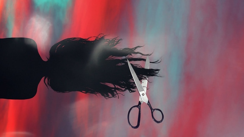 Как подстричь кончики волос самой дома | Способ 2