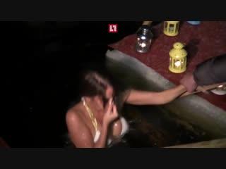 Православная порноактриса Елена Беркова окунулась в прорубь и посетила церковь