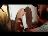 Антон рисует буквы. Смотрите, какой он молодец!