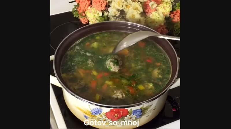 Суп с тефтелями и лапшой (ингредиенты указаны в описании видео)