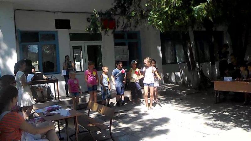 День смеха, танец маленьких щенят, отряд Комета, 2 - 3 класс