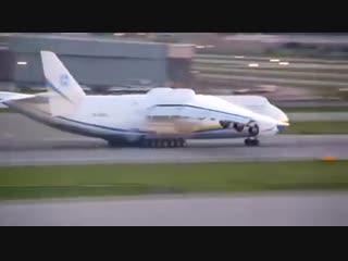 Взлет самого большого самолета в мире