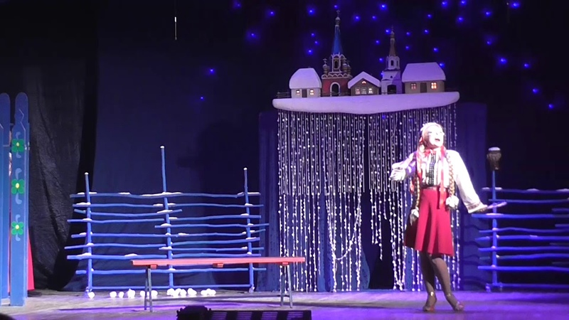Театральный фестиваль имени А. Д. Папанова в Вязьме Ночь перед Рождеством Оксана у зеркала