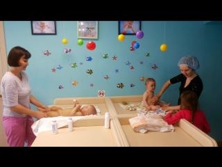 Массаж и гимнастику проводит наш инструктор Холгова Равиля и на групповом занятии мама Гульназ