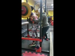 Приседания со штангой 80 кг. Тренер - Александра