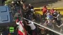 Libanon Protestler kapern Wasserwerfer und wollen Büro des Premierministers stürmen