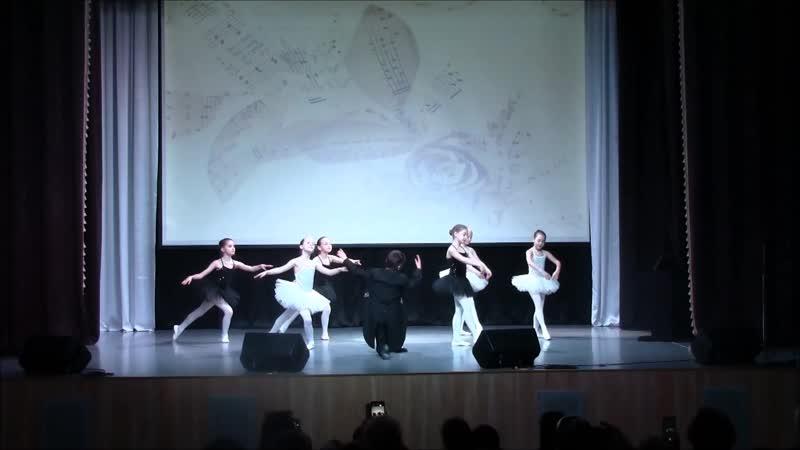 Сюита - Шутка - 4 класс, солистки - Жданова Э., Ефременко К.