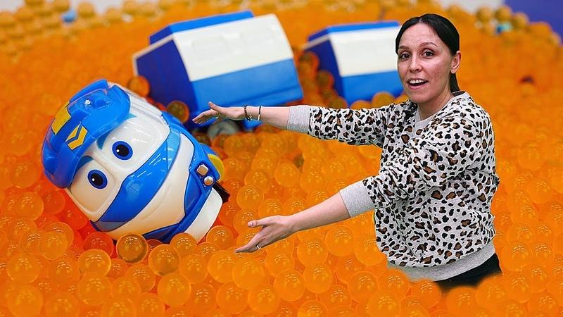 Robot Trains en la Escuela Divertida. Salvamos los vagones de Kay del lago. Vídeo infantil.