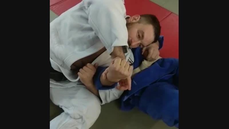 Болевой на руку от чемпиона мира по дзюдо Сергея Косоротова 8 дан