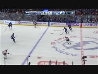 Российский вратарь клуба НХЛ отбил шайбу в прыжке