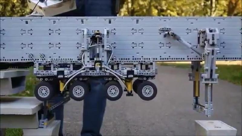 Fully functional LEGO Technic bridge girder