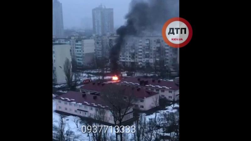 В Киеве на Русановке рано утром сожгли авто