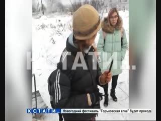 Хозяйка «фабрики смерти» для животных в присутствии полицейского с ножом бросилась на журналиста и волонтера