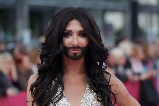 Кончита Вурст В наш сумасшедший век женщине с бородой уже не так легко шокировать публику. Обычной женщине с накладной бородой. А вот Кончите Вурст удалось. Она пожалуй, одна из самых